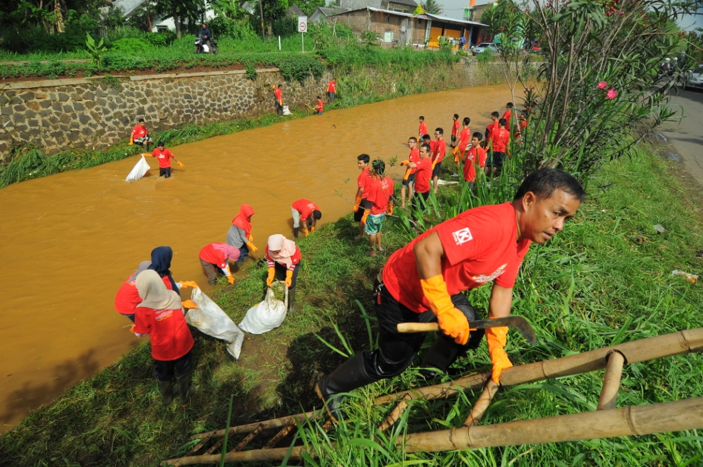Working Together Clean Up Cidurian River